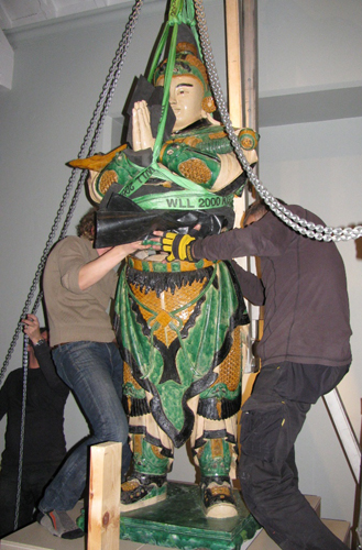 Lowering Weituo's torso into place