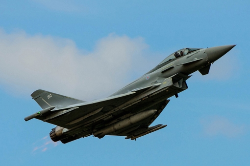RAF Typhoon display over East Fortune at Airshow 2013 © frontendkindaguy on Flickr.